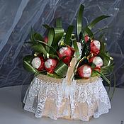 Цветы и флористика ручной работы. Ярмарка Мастеров - ручная работа букет конфет  Ягодное лукошко подарок на день рождения, 8 марта, маме. Handmade.