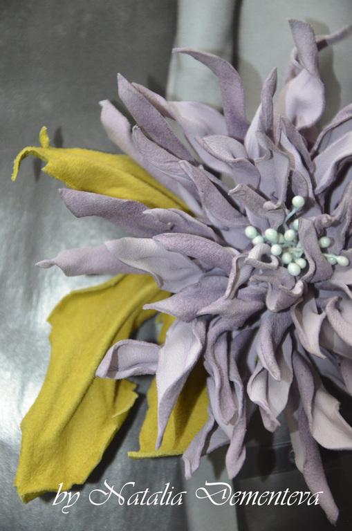 """Броши ручной работы. Ярмарка Мастеров - ручная работа. Купить Брошь цветок из кожи """"Хризантема"""". Handmade. Сиреневый, брошь из кожи"""