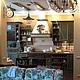 шкаф, стилевое решение шкафа для коллекций повторяет стиль мебели кухонной