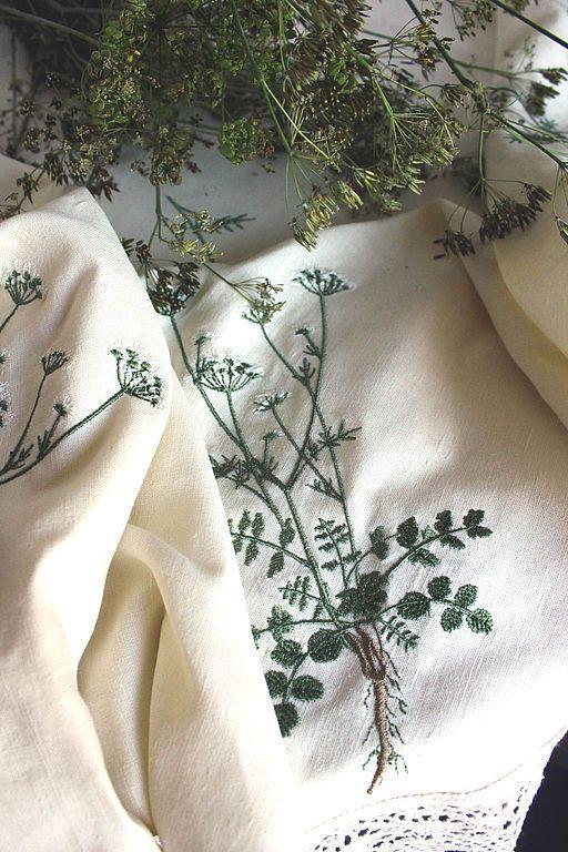 """Текстиль, ковры ручной работы. Ярмарка Мастеров - ручная работа. Купить Круглая льняная скатерть """"Pimpinella saxifraga L- Бедренец камнеломка"""". Handmade."""