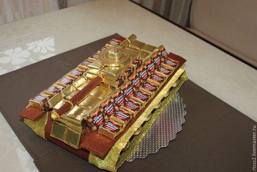 Персональные подарки ручной работы. Ярмарка Мастеров - ручная работа. Купить Танк из конфет. Handmade. Коричневый, подарок мужчине, конфеты