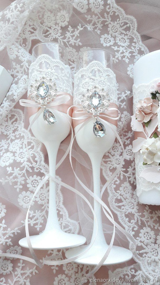 Set of accessories for the wedding Set includes: - wedding decor for champagne; - wedding glasses; - chest for cash gifts; - candles, wine glasses, folder
