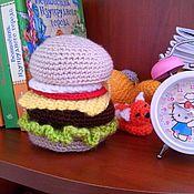 Куклы и игрушки ручной работы. Ярмарка Мастеров - ручная работа Вязаный гамбургер амигуруми. Handmade.