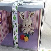 Куклы и игрушки ручной работы. Ярмарка Мастеров - ручная работа Зайка крючком с аксессуарами в коробочке. Handmade.