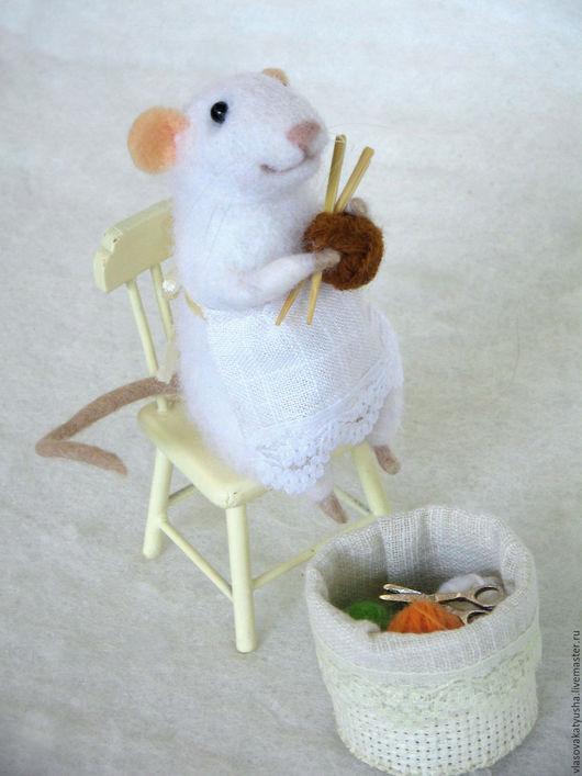 Игрушки животные, ручной работы. Ярмарка Мастеров - ручная работа. Купить мышка рукодельница Юна. Handmade. Белый, мышка игрушка