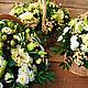 Композиция из живых цветов в корзинке Кремово-салатовая