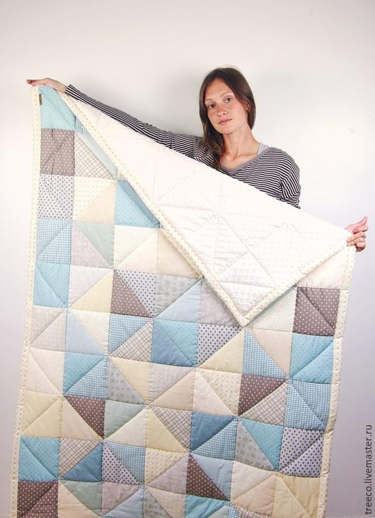Пледы и одеяла ручной работы. Ярмарка Мастеров - ручная работа. Купить Одеяло для мальчика и лоскутный мишка. Handmade. Голубой
