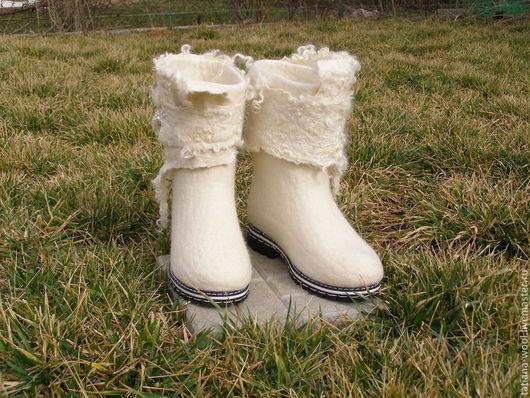 """Обувь ручной работы. Ярмарка Мастеров - ручная работа. Купить Валенки-сапожки """"Невеста"""". Handmade. Белый, зимняя обувь"""