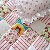 Куклы и игрушки ручной работы. Ярмарка Мастеров - ручная работа Лоскутное одеяло для куклы Кукольный комплект постельки. Handmade.
