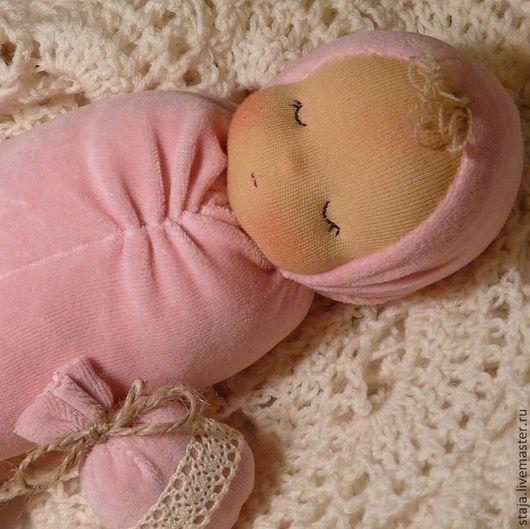 Вальдорфская игрушка ручной работы. Ярмарка Мастеров - ручная работа. Купить Куколка в кроватку. Handmade. Розовый, куколка для сна