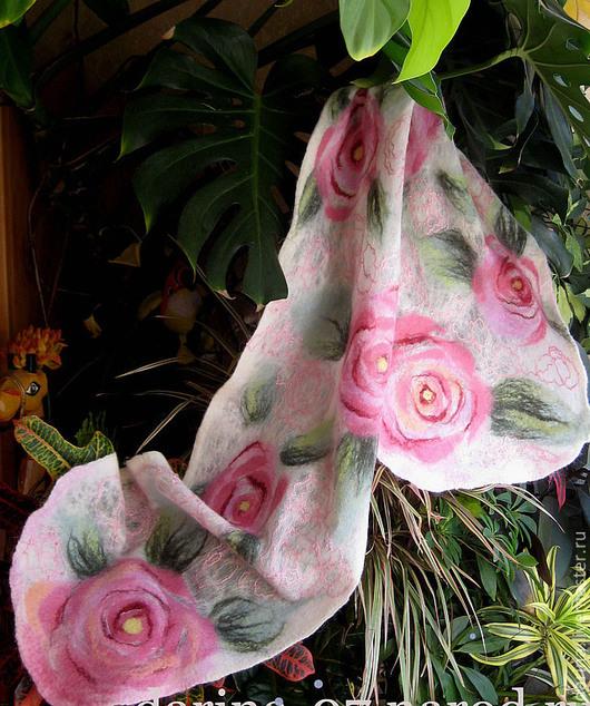 """Шарфы и шарфики ручной работы. Ярмарка Мастеров - ручная работа. Купить шарф валяный из войлока и шелка  """"Розы"""". Handmade."""
