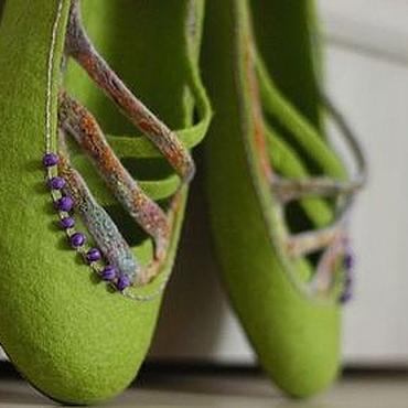 """Обувь ручной работы. Ярмарка Мастеров - ручная работа """"Прогулка по саду"""" валяные тапочки-балетки. Handmade."""