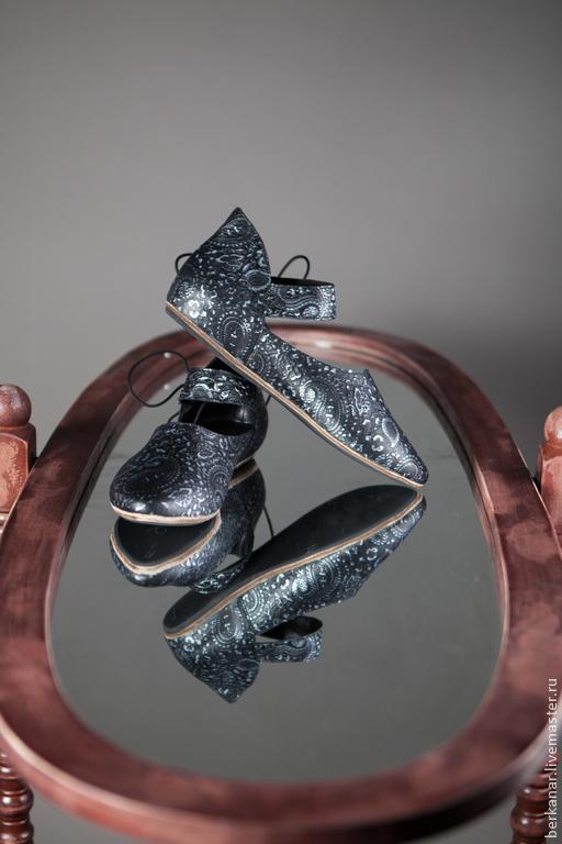 Обувь ручной работы. Ярмарка Мастеров - ручная работа. Купить Женские средневековые туфельки из тисненой кожи. Handmade. Черный