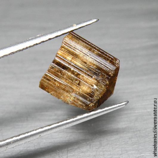 Турмалин с рутилом - 700 руб. Вес - 7 карат. Размер 10.3x9.4x8.7 мм.