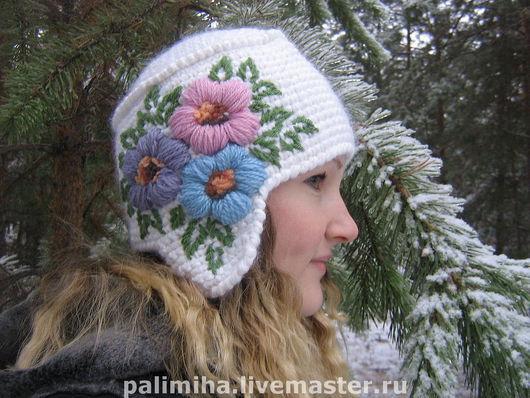 Вязаная шапка (вышивка с одной стороны; вышивка с обеих сторон обговаривается дополнительно). Теплая, яркая. А цветы в зимнюю стужу поднимут настроение вам и окружающим.