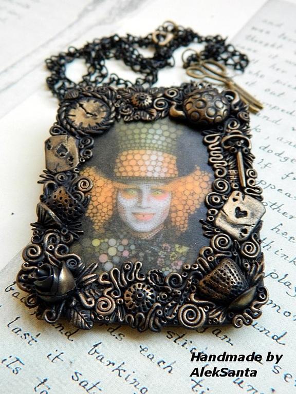http://cs1.livemaster.ru/storage/37/87/d9d6b34e055e04b4d972440160-ukrasheniya-kulon-portret-bezumnogo.jpg