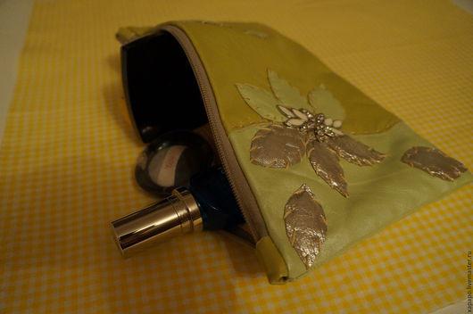 Органайзеры для сумок ручной работы. Ярмарка Мастеров - ручная работа. Купить Косметичка с цветком. Handmade. Салатовый, кожа, косметичка