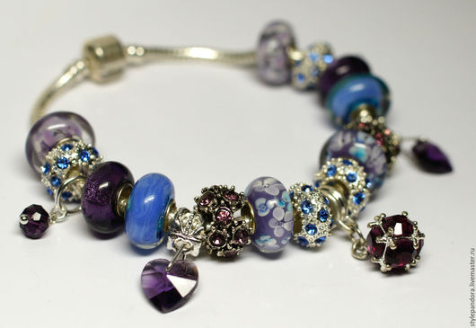 Браслет `Зимняя ночь` выполнен из бусин lampwork Браслет из модулей(бусин)  Все шармы на браслете можно приобрести отдельно и создать свой собственный браслет.