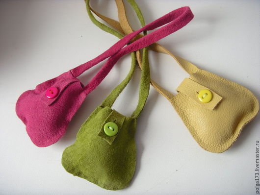 Одежда для кукол ручной работы. Ярмарка Мастеров - ручная работа. Купить Сумочки с пуговками для Тильд и текстильных кукол. Handmade. Зеленый