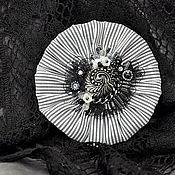 Украшения ручной работы. Ярмарка Мастеров - ручная работа Брошь с вышивкой черно белая серебристая серебрянная.. Handmade.