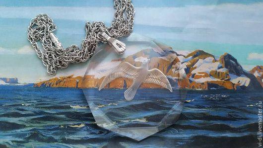 Винтажные украшения. Ярмарка Мастеров - ручная работа. Купить Подвеска из прозрачного стекла с вырезанной на нем чайкой. Handmade. Винтажные находки