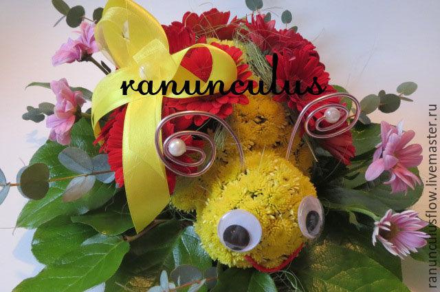 Божья коровка из цветов, Букеты, Москва, Фото №1