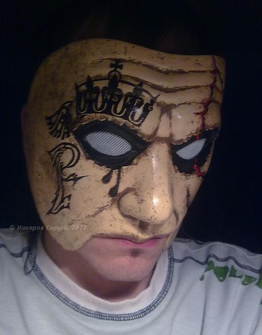 На данном снимке маска примерена на себя. Размеры лица заказчика отличаются.