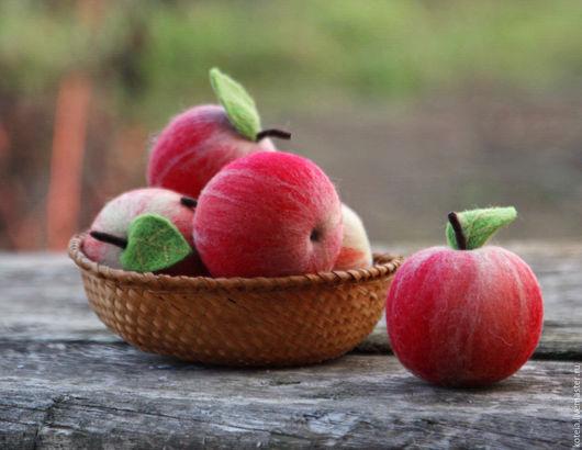 Еда ручной работы. Ярмарка Мастеров - ручная работа. Купить Яблоки валяные сувенирные. Handmade. Яблоки, сувенирное яблоко, красный