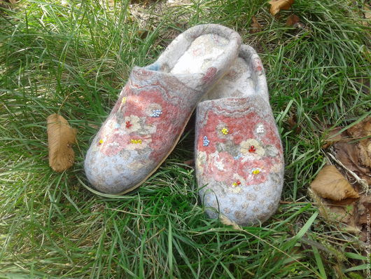 """Обувь ручной работы. Ярмарка Мастеров - ручная работа. Купить валяные тапочки """" Запах лета"""". Handmade. шерсть, ткань"""