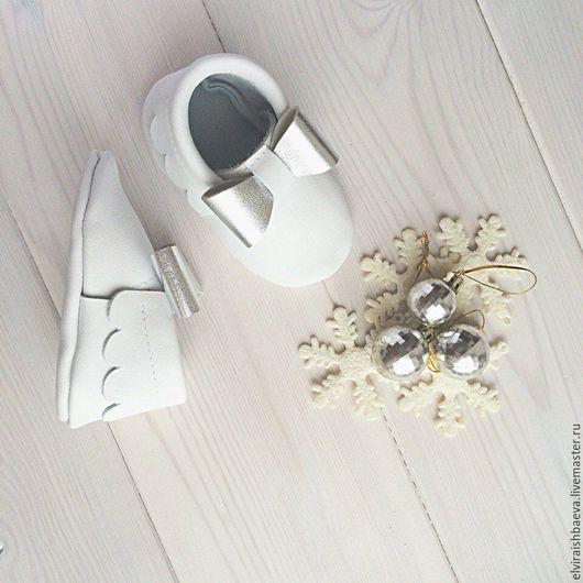 Детская обувь ручной работы. Ярмарка Мастеров - ручная работа. Купить Детские moccs, кожаные пинетки, чешки для малышей.. Handmade.