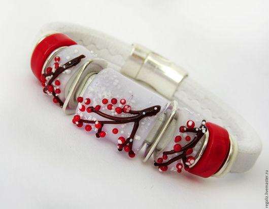 """Браслеты ручной работы. Ярмарка Мастеров - ручная работа. Купить Браслет  Regaliz """"Зимние ягоды"""". Handmade. Белый, красные ягоды"""