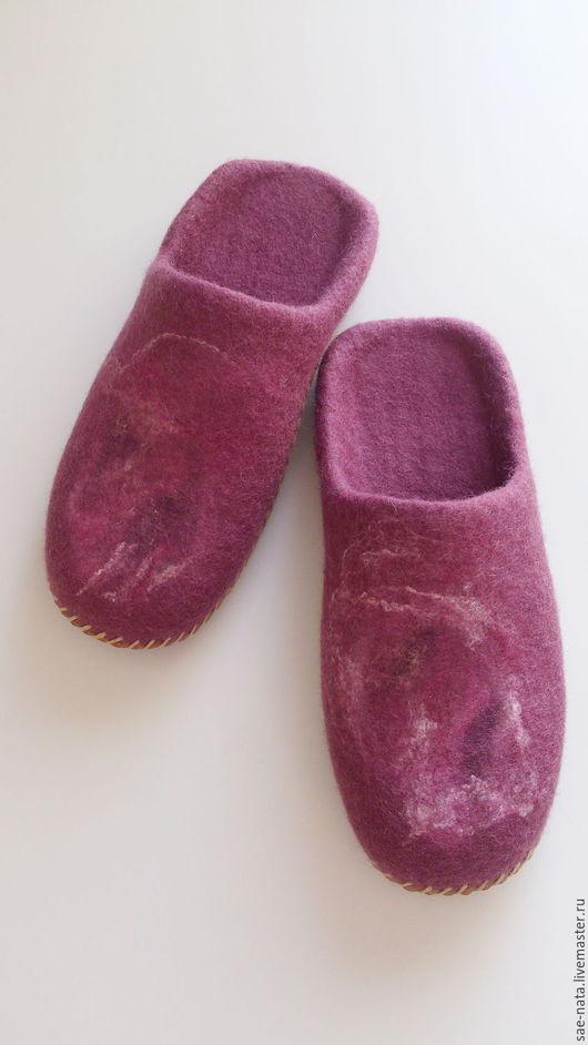 Обувь ручной работы. Ярмарка Мастеров - ручная работа. Купить Тапочки валяные женские. Handmade. Брусничный, валяные тапочки женские