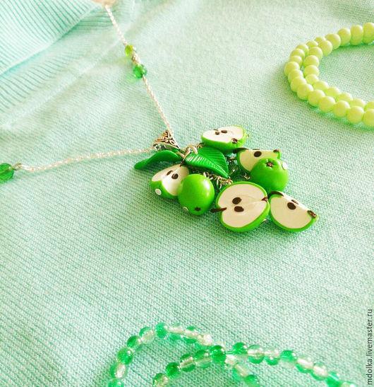 """Кулоны, подвески ручной работы. Ярмарка Мастеров - ручная работа. Купить Подвеска """"Зеленые яблочки"""". Handmade. Ярко-зелёный, зеленый"""