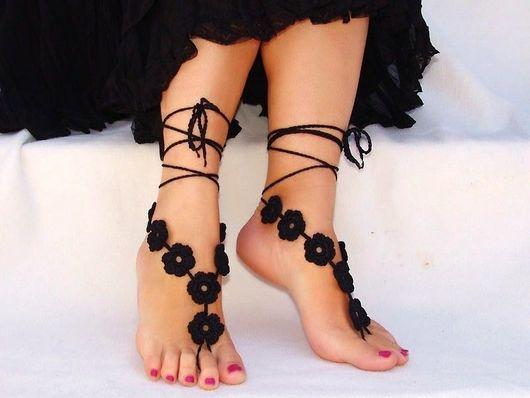 Украшения для ножек ручной работы. Ярмарка Мастеров - ручная работа. Купить Вязаные босые сандалии Black Flowers. Handmade. Сандалии