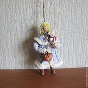 Подарки к праздникам ручной работы. Ярмарка Мастеров - ручная работа Девочка с зайцем.Елочные игрушки из ваты. Handmade.