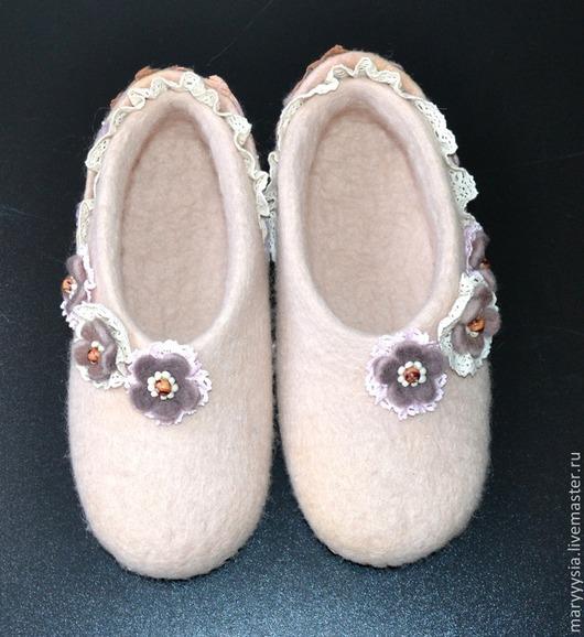 """Обувь ручной работы. Ярмарка Мастеров - ручная работа. Купить тапочки женские """"романтика"""". Handmade. Валяние, тапочки из войлока"""