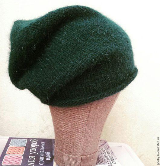 Вязаная шапка из ангоры. Мягкая, приятная. Вариантов носки много. Ручная работа.