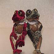 Куклы и игрушки ручной работы. Ярмарка Мастеров - ручная работа Лягушки Дейзи и Зизи. Handmade.