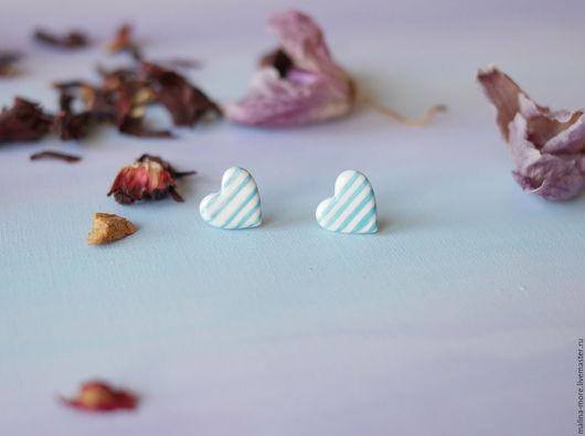 """Серьги ручной работы. Ярмарка Мастеров - ручная работа. Купить Серьги-гвоздики """"Сердечки"""". Handmade. Голубой, керамика малина море"""