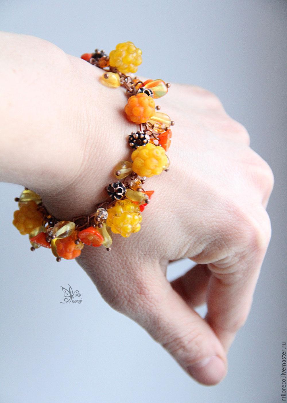 """""""Самая сладкая"""" браслет. Лэмпворк, янтарь, коралл, авторская фурнитура"""