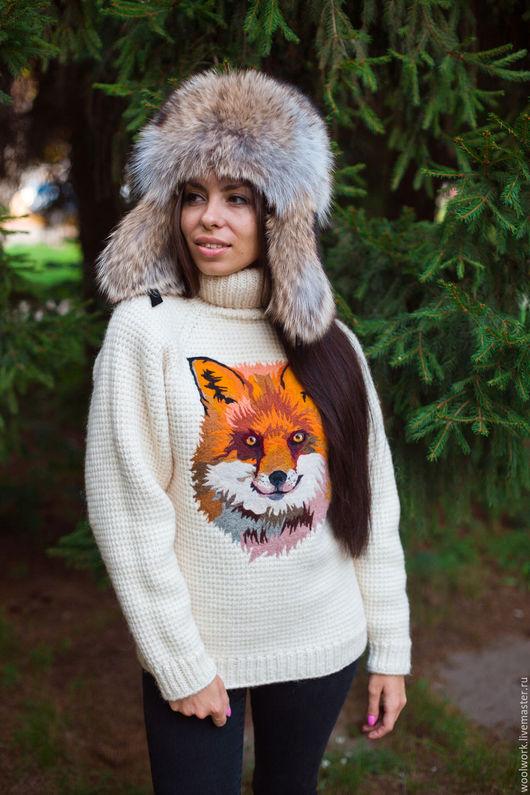 Белый вязаный свитер с рисунком лисы шерстяной свитер ручной работы свитер с лисой подарок для женщины  из натуральной шерсти  для отдыха на природе красиво воротник – гольф  для девушки WW