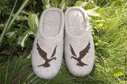 """Обувь ручной работы. Ярмарка Мастеров - ручная работа. Купить Тапочки мужские валяные """"На взмахе"""". Handmade. Бежевый"""