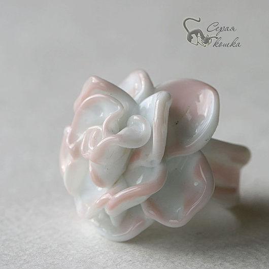 """Кольца ручной работы. Ярмарка Мастеров - ручная работа. Купить Кольцо """"Палевая роза"""". Handmade. Белый, кольцо лэмпворк"""