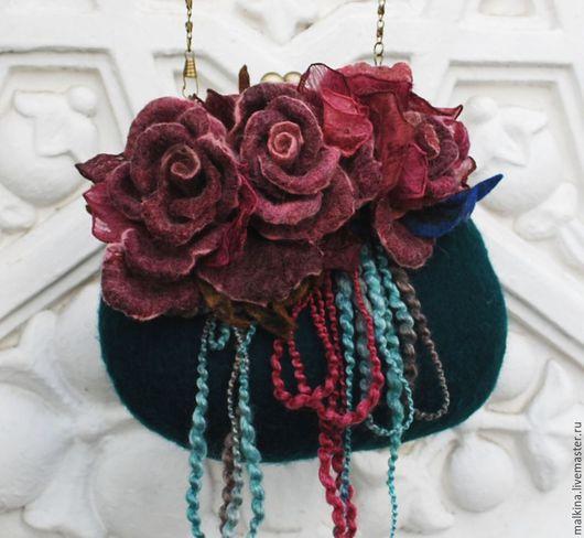 Женские сумки ручной работы. Ярмарка Мастеров - ручная работа. Купить Валяная изумрудная сумочка Бургундские розы. Handmade. Болотный