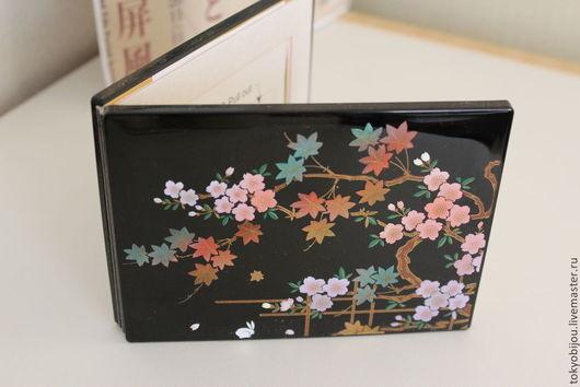 Очаровательная винтажная лаковая рамка для фото (не использовалась, состояние отличное) с красивой инкрустацией цветов сакуры и листьев клена с золочением, символ приближающейся весны.