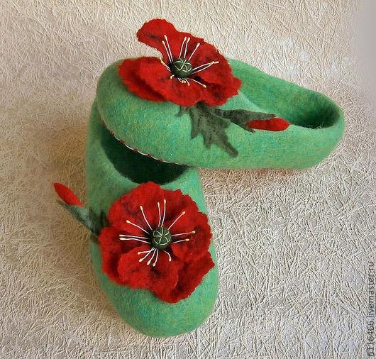 """Обувь ручной работы. Ярмарка Мастеров - ручная работа. Купить домашние валяные тапочки из натуральной шерсти """"Маки"""". Handmade."""