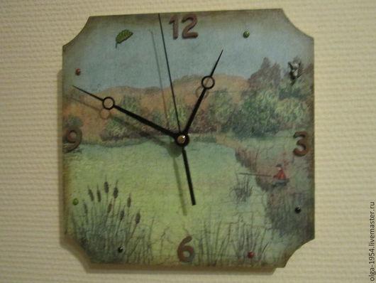 """Часы для дома ручной работы. Ярмарка Мастеров - ручная работа. Купить Часы """"С утра сидит на озере любитель-рыболов"""". Handmade."""