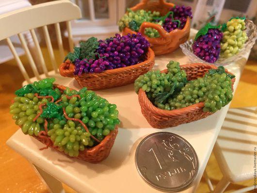 Куклы и игрушки ручной работы. Ярмарка Мастеров - ручная работа. Купить Миниатюрная еда из полимерной глины Корзина винограда. Handmade.