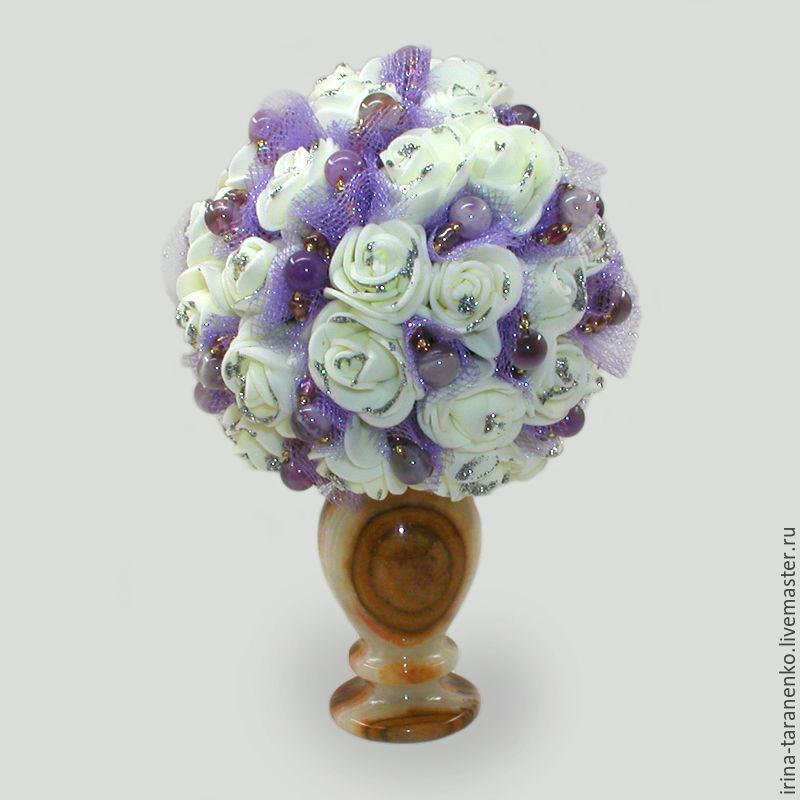 Flowers of amethyst `Amethyst wedding` in a vase of onyx
