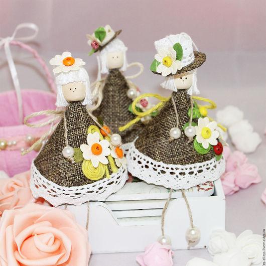 1) Лили в шляпе  2) Лили со цветочком на волосах  3) Лили с бантиком